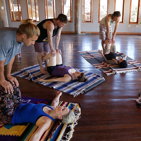 Thai massage / partner stretching